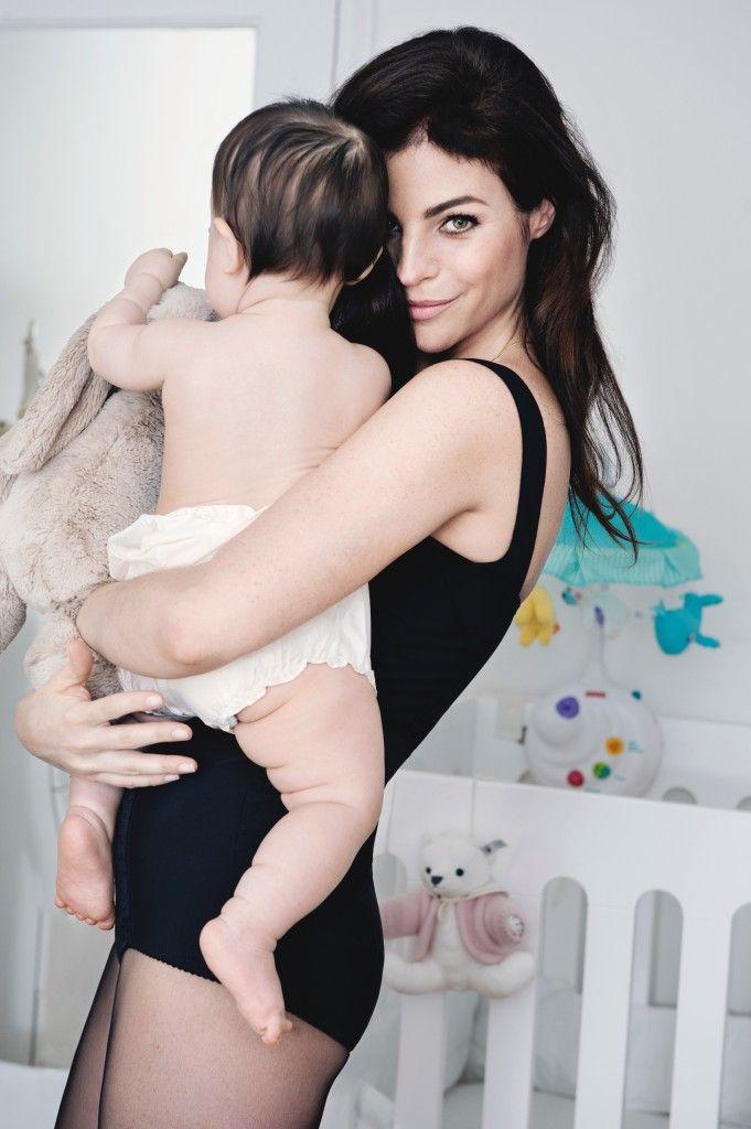 """Fondatrice emblématique du blog """"Romy & the Bunnies"""", Julia Restoin Roitfeld est l'une des jeunes mamans les plus en vuedu moment. Toujours à l'affût de créations et de collaborations innovantes,..."""