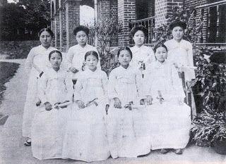 Ewha hakdang school graduates women in 1911