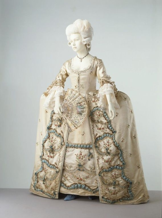Embroidered sack-back gown, likely French, 1775-1780