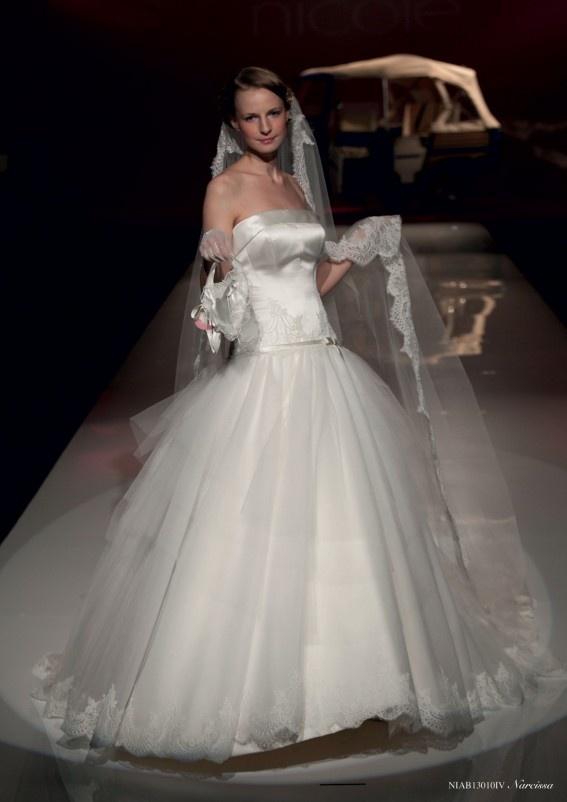 Collezione abiti da sposa #Nicole, abito da #sposa modello Narcissa