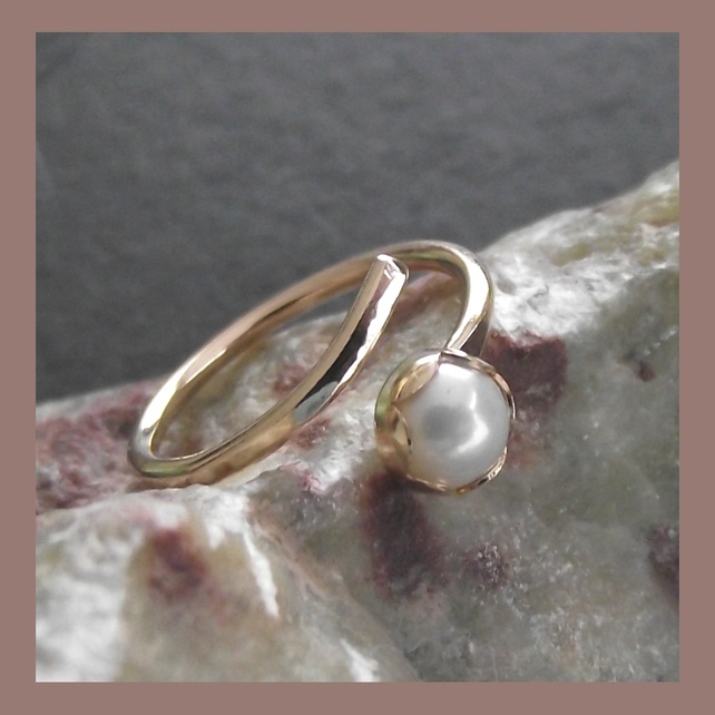 Freshwater Pearl and Goldfill adjustable ring £26.00