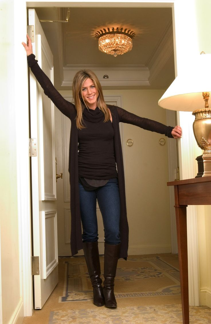 Jennifer Aniston - Cute Fall Outfit