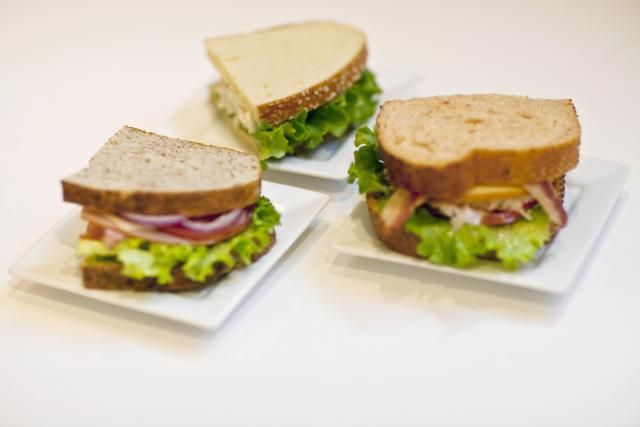 Use these lists of low calorie sandwich ingredients to build a delicious and filling diet-friendly sandwich for lunch or dinner.