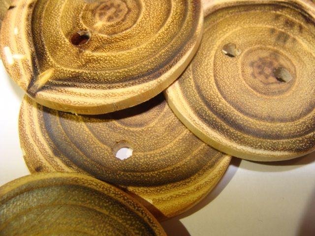 Nasturi din lemn de salcam, nasturi rustici, handmade - NOvi WOOD