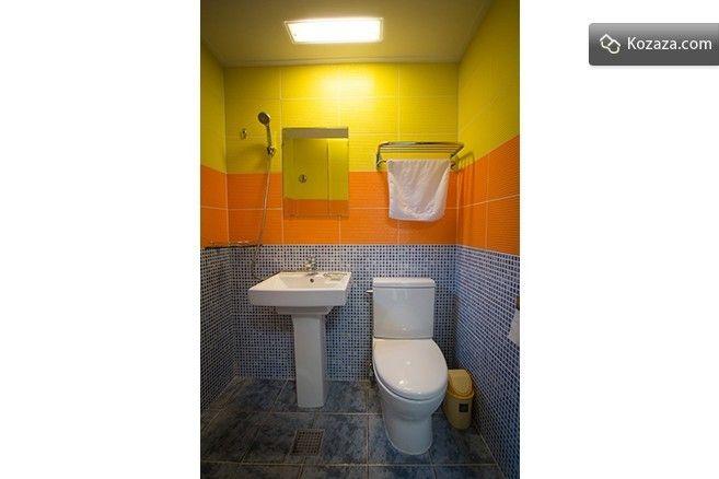Room F - bath room
