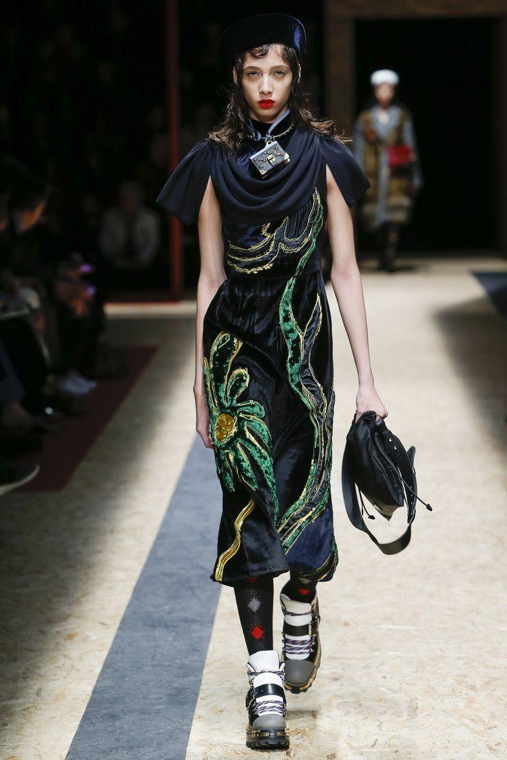 Prada Fall 2016 Ready-to-Wear Fashion Show http://www.theclosetfeminist.ca/ http://www.vogue.com/fashion-shows/fall-2016-ready-to-wear/prada/slideshow/collection#15