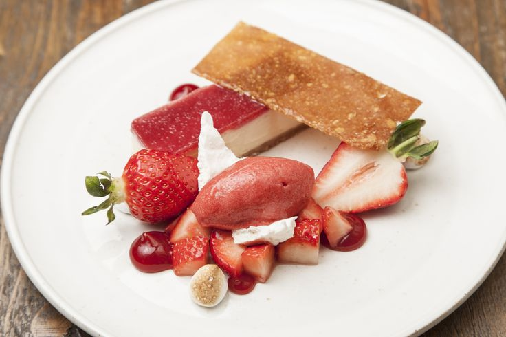 White chocolate cheesecake with Sweet Eve strawberries by Matt Weedon - Sweetevestrawberry.co.uk/recipes