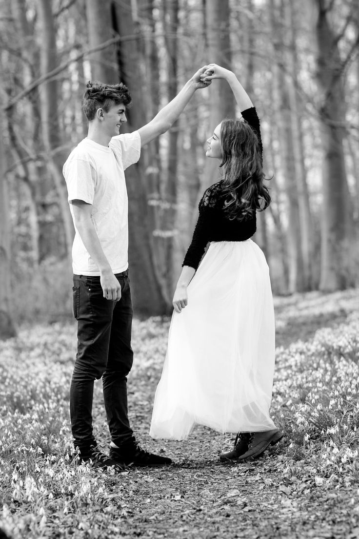 Shooting auf der Schneeglöckchenwiese mit Mareike& Ben| Hendrikje Richert Fotog…