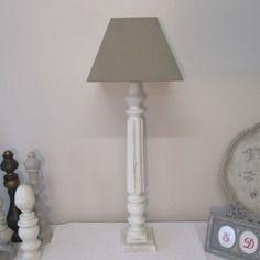 Grande lampe (74 cm) et son abat jour taupe - vendue a l'unite blanc patine - 2 pieces uniques