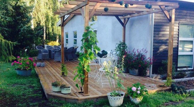 Nye terrasser, det er skønt med mange siddepladser i haven