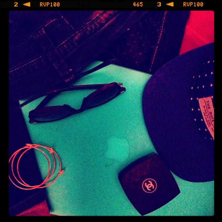 31. stuff #marchphotoaday  #rayban #sunglasses #theqiuetlife #cap #marcbymarcjacobs #bracelets #chanel #blush #apple #macbookair