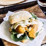 Para una comida llena de sabor esta hamburguesa de pollo rebozado es excelente 😀 #food #foodie #recetas #recipes #hamburguesa #burger #foodlover #cooking #comida #pollo