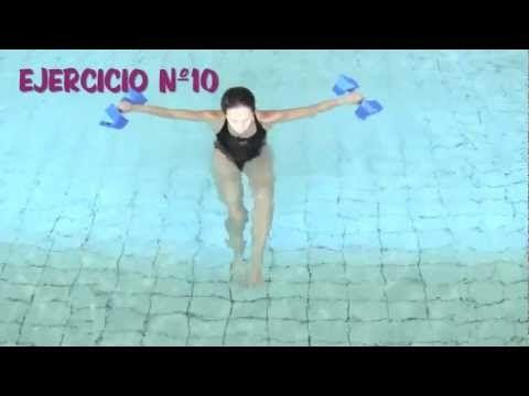 ▶ Aquagym: Ejercicios en el agua con pesas