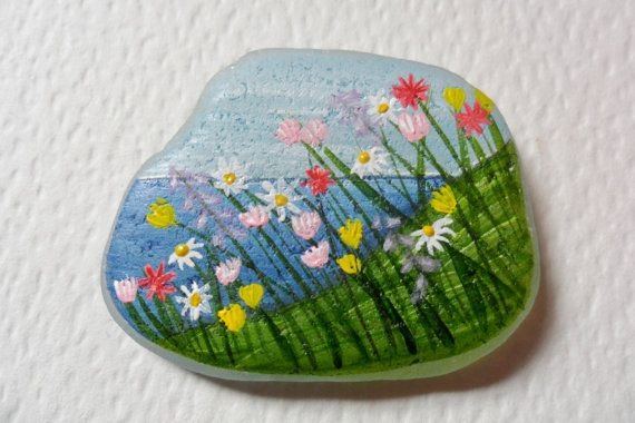 Wildblumen am Meer - Acryl-Miniatur-Malerei auf Englisch Meer Glas.    Messungen in die Fotos enthalten. Ich male auch zu bestellen, bitte kontaktieren Sie mich mit allen Anfragen :-)