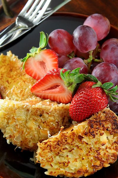 Coconut French Toast. 1 large egg ¾ cup of coconut milk 1 tablespoon sugar ½ teaspoon vanilla 6 slices of stale baguette Sweetened shredded coconut Chopped almonds 1 teaspoon butter Maple syrup, sugar, jam (or other flavor) fresh fruit. | Mrs. Square | The blog of inspiration | Canal Vie