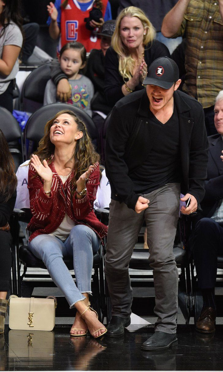 A cheerleading komoly sport 742 - Nick And Vanessa Lachey S Date Night Perfectly Captures That Friday Feeling