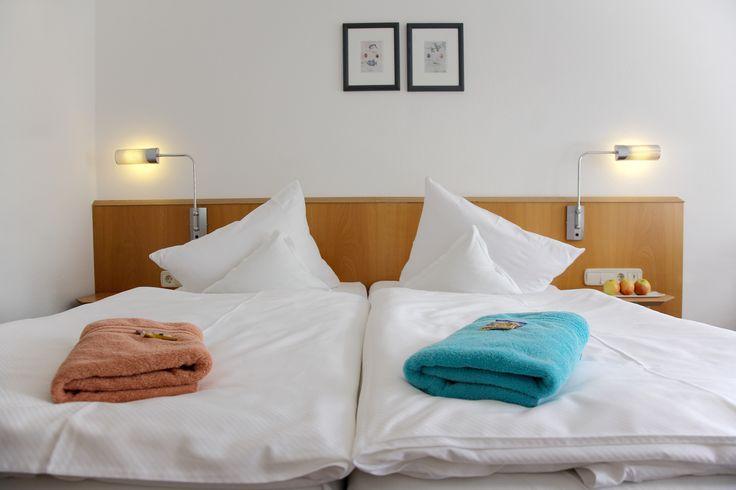 Das AKZENT Hotel Delitzsch verfügt über ruhig gelegene Raucher- bzw. Nichtraucherzimmer mit Einzelzimmer, Doppelzimmer (auf Wunsch auch als Zweibettzimmer) und einer Suite mit Wohn- und Schlafraum.