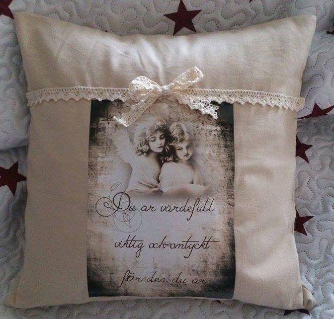 Vintage Shabby Chic kudde med spets. Bild på änglar med texten du är värdefull.