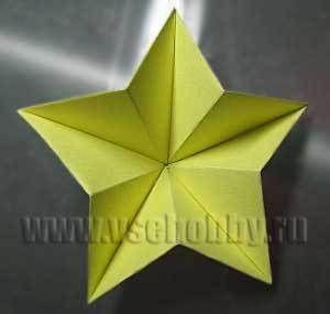 изнанка рукодельной звезды из бумаги в технике оригами