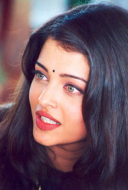 Ashwariya Rai, classic indian beauty. Her eyes are gorgeous. omg