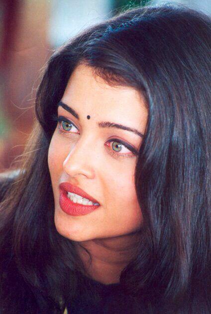 Ashwariya Rai, classic indian beauty. Her eyes are gorgeous. omg