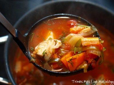 Tomatisert fiskesuppe med hvitløkskrem - TRINEs MATBLOGG. Veldig god suppe. Bruker Trine sin fetaostkrem til denne suppen. Mye bedre enn hvitløkskremmen
