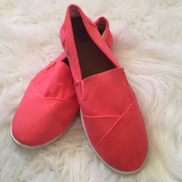 Coral Espradrilles Sweet! Wonderful color, reminds me of the tropics! Perfect condition and brand new Faded Glory Shoes Espadrilles