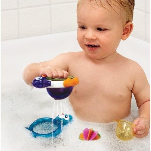 Bébé avec les #Munchkin bouées paresseuses! #jouetsdebain!