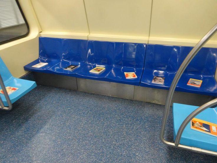 Projeto de incentivo à leitura no metrô pede doação de livros