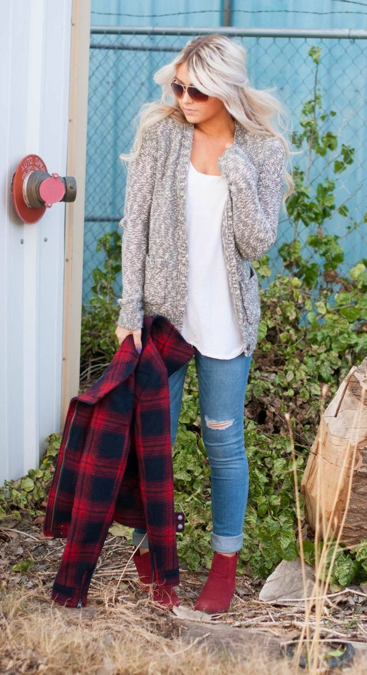 I like the jacket she's holding. Fall fashion | Glamrous fashion: