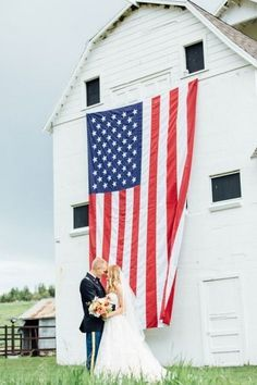 Beautiful and patriotic memorial day wedding / http://www.himisspuff.com/red-white-and-blue-4th-of-july-wedding-ideas/5/