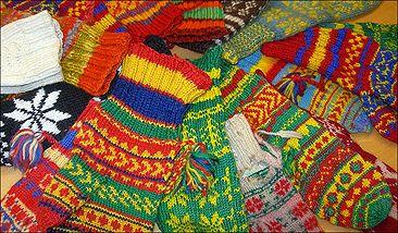 Sami mittens. Ett urval av nomadskolelärarinnan Terese Torgrims samiska vantar. Mönstren visar från vilken trakt vantarna kommer.