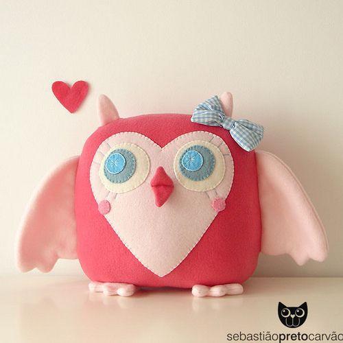 Just an adorable little owl!  I want to make one! passarinha mãeeeeee...