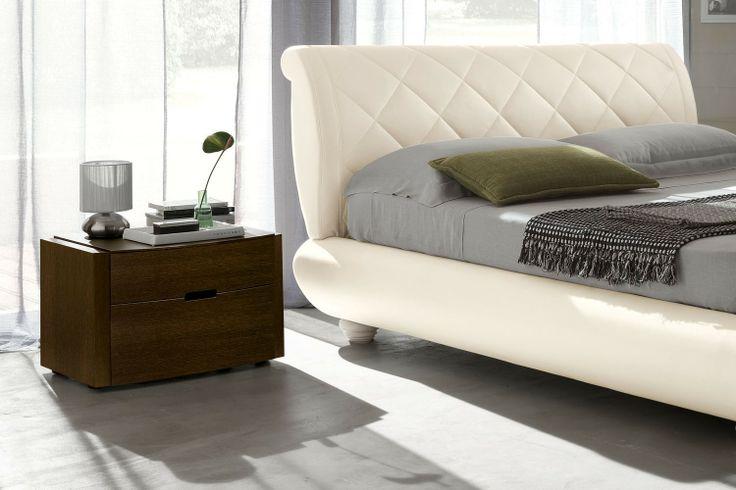Camera da letto matrimoniale con letto imbottito 102 - dettaglio testiera imbottita trapuntata | Napol.it