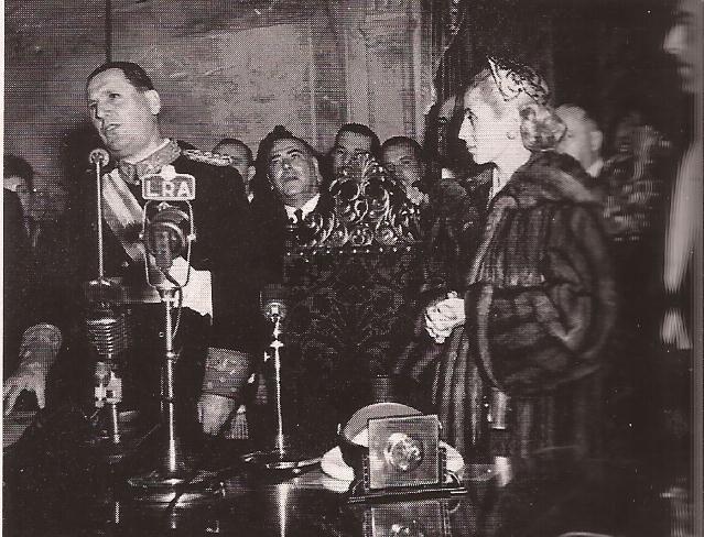 Junio de 1952. El general Juan Domingo Perón ante la mirada de Eva, jura por su segundo período de gobierno constitucional que debía extenderse hasta 1958 pero fue interrumpido en septiembre del ´55 por la mal llamada Revolución Libertadora.