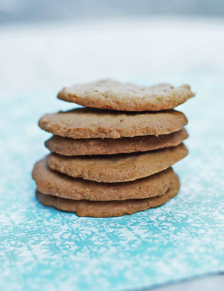 Gluten free Vanilla Wafers are perfect for that special recipe: easy to make and so tasty! /LetsBeYummy.com