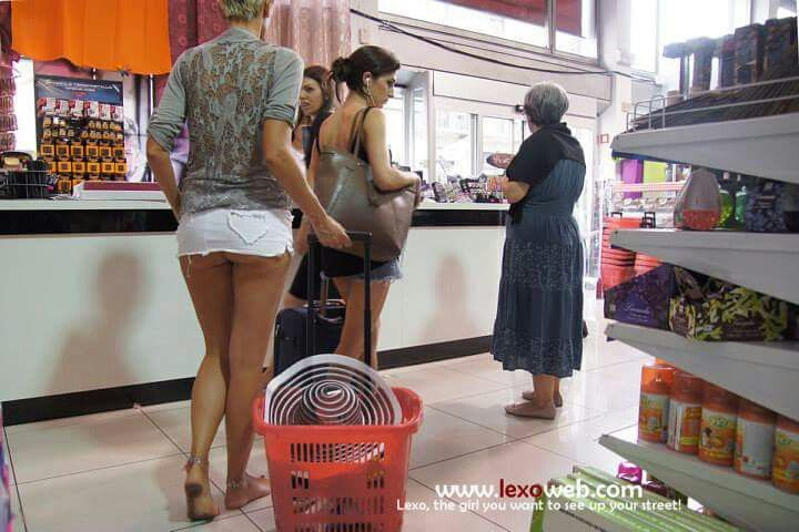Lexo barefoot and a little more in a micro mini skirt shopping.
