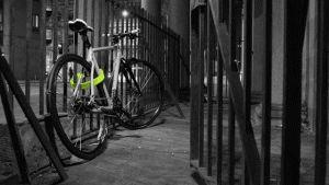 El diseño industrial de este candado para bicicletas resuelve el problema del peso y estorbo de las cerraduras con un material llamado Boaflexicore.