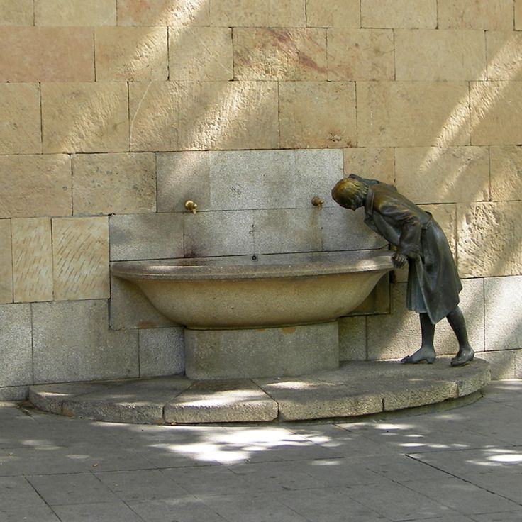 Located in Logroño (the capital of La Rioja), in the northern province of Spain:  Fountain in the Plaza del Ayuntamiento.