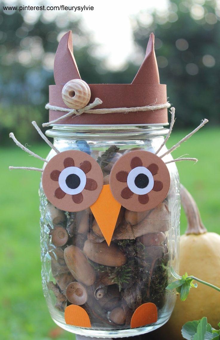 Un hibou bricolé avec les enfants : un bocal rempli de petits trésors trouvés lors d'une promenade en forêt. www.toutpetitrien.ch - fleurysylvie #bricolage #automne #hibou