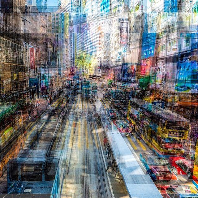 Vibrate City Photography  Architecte de formation, le photographe Laurent Dequick mène une reflexion sur la ville contemporaine et le foisonnement de l'espace urbain moderne. A travers ses séries « Vibrations », l'artiste tente de transmettre avec exactitude l'impression de frénésie qui découle de la densité de population et de l'activité en zone urbaine.