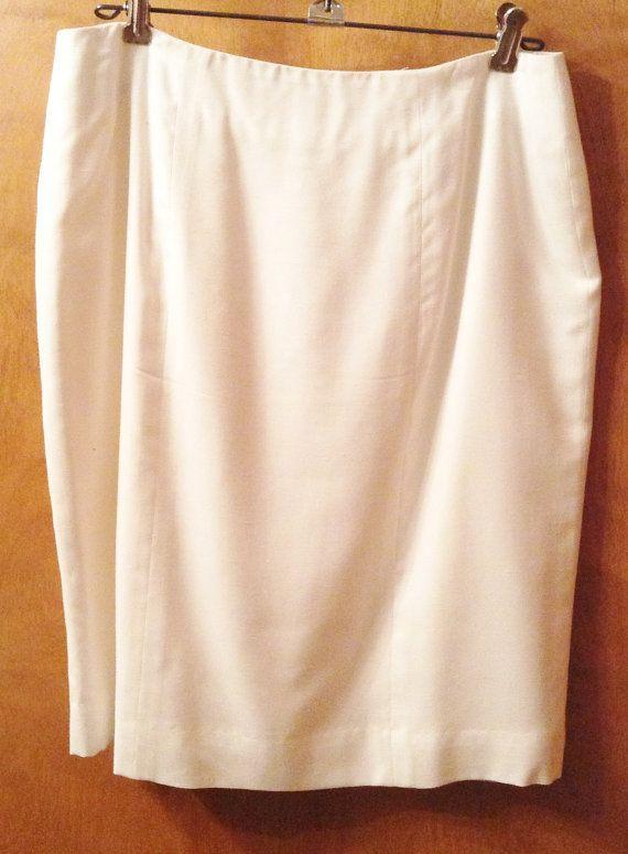 Ehi, ho trovato questa fantastica inserzione di Etsy su https://www.etsy.com/it/listing/167723894/white-lined-skirt