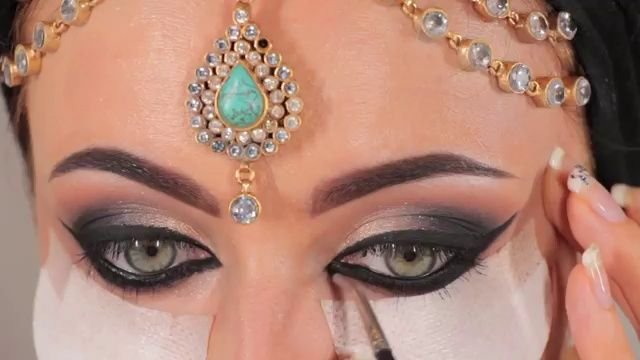 just WOW but that much liquid liner would make my eyes water :(