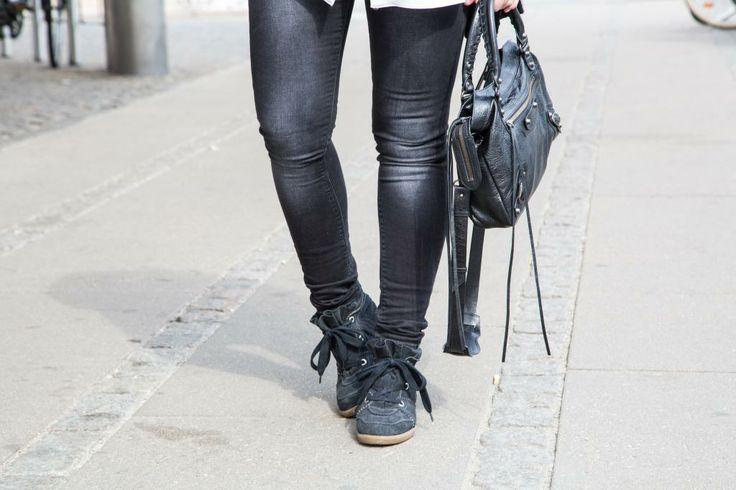 """isabel marant """"bobby"""" sneakers, balenciaga """"town"""" bag & superjeans of sweden jeans.  http://lucylane.dk/2014/04/hvid-skjorte/"""