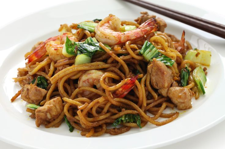 The secret of an authentic chinese dish lies in the perfect balance of taste. At Dynasty we serve Singapore Noodles with its sauce being the soul of the dish!