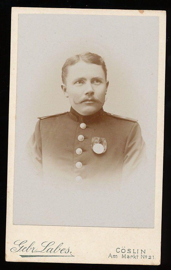 Soldat mit Orden - Köslin um 1900 Gebr. Labes