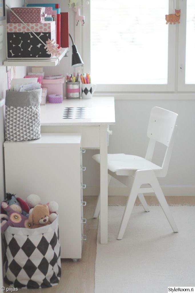 lastenhuone,työpöytä,valkoinen,valoisa,koululaisen huone