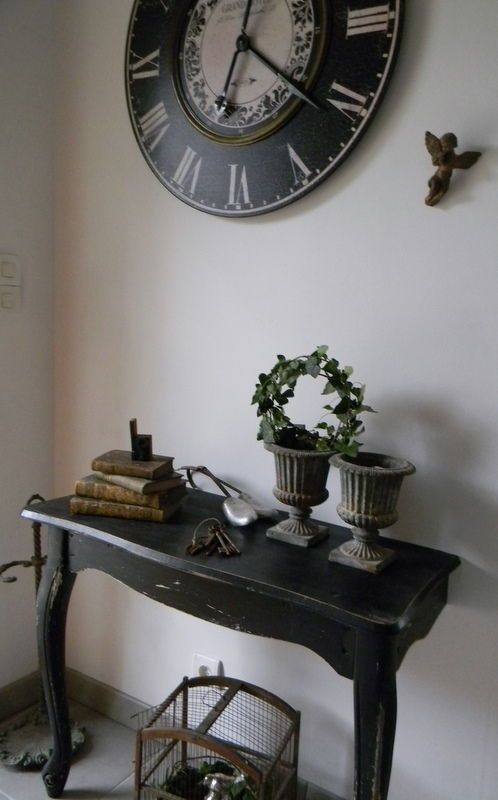 Love the clock . similar one on Ciaras home style