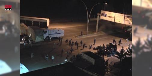 Kan donduran ses kayıtları ortaya çıktı: 15 Temmuz darbe girişimi sırasında Ankara'da bombalamaya katılan helikopter pilotlarının kan donduran telsiz konuşmaları ortaya çıktı. Pilotlar konuşmalarında 'Üzerinde mavi lamba olan ne varsa vuracağız. Polisleri vur polisleri' diyor.
