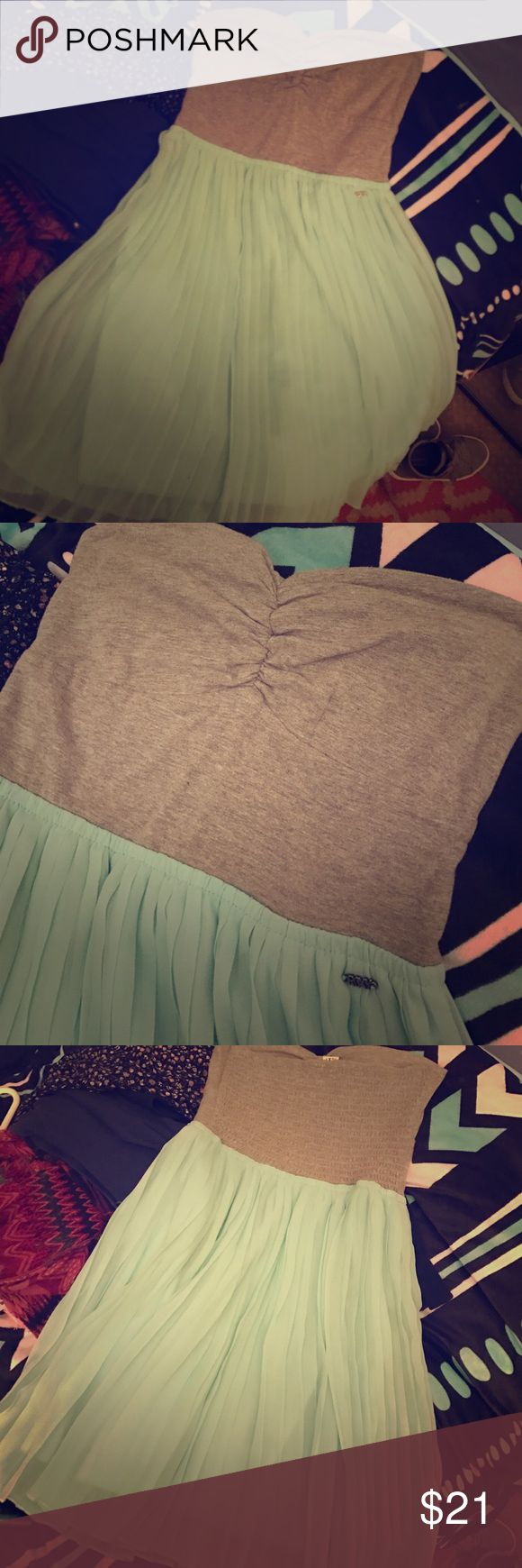 🖤Awesome Roxy Dress💚 NWOT and worn once!! Heart shaped tube top with ruching down the center cleavage area and a pleated, Sheer, mint green skirt. Simply cute and flawless!! Roxy Dresses Mini